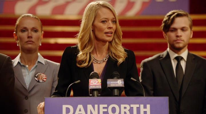 Jeri Ryan guest-stars on Arrow