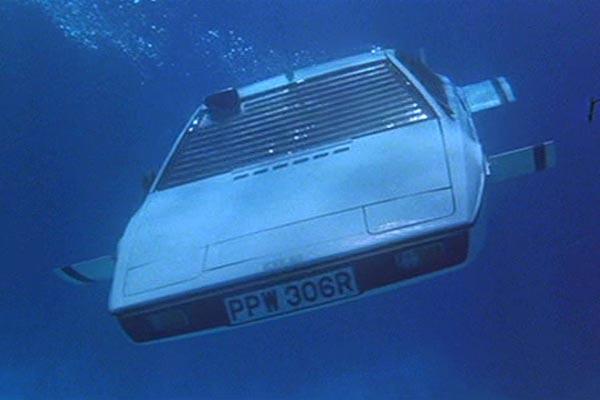 bond-gadgets- sub-car15-1012-de