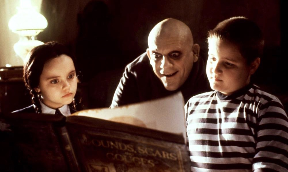 SCI-FI NERD - Trick And Treat - The Addams Family (1991): Life Where Its Always Halloween